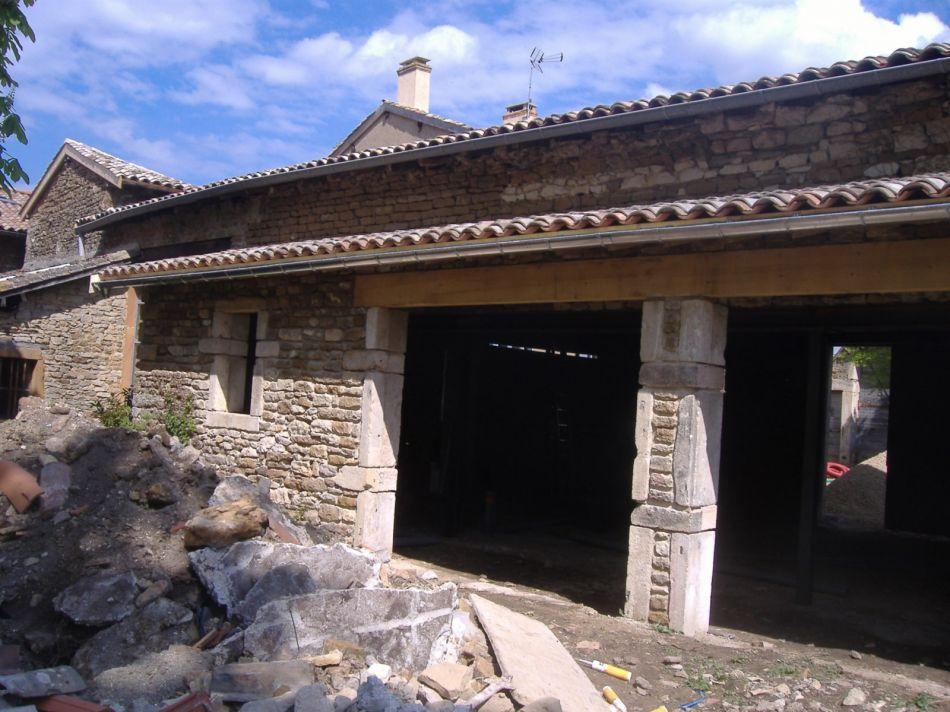 Cr ation d 39 ouvertures en r novation construction et r novation de maison la maconnerie - Renovation maison en pierre ...