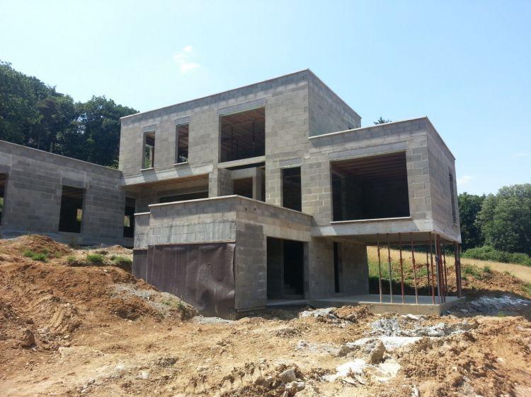 Constructeur de maison neuve vers lyon la maconnerie - Construction maison en pierre ...