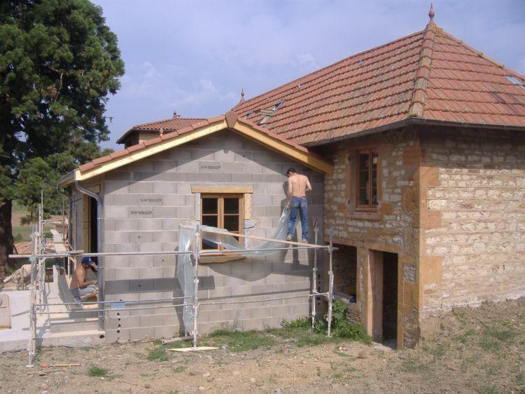 Constructeur de maison neuve vers lyon la maconnerie for Agrandissement maison 69
